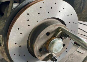 Проточка перфорированных тормозных дисков